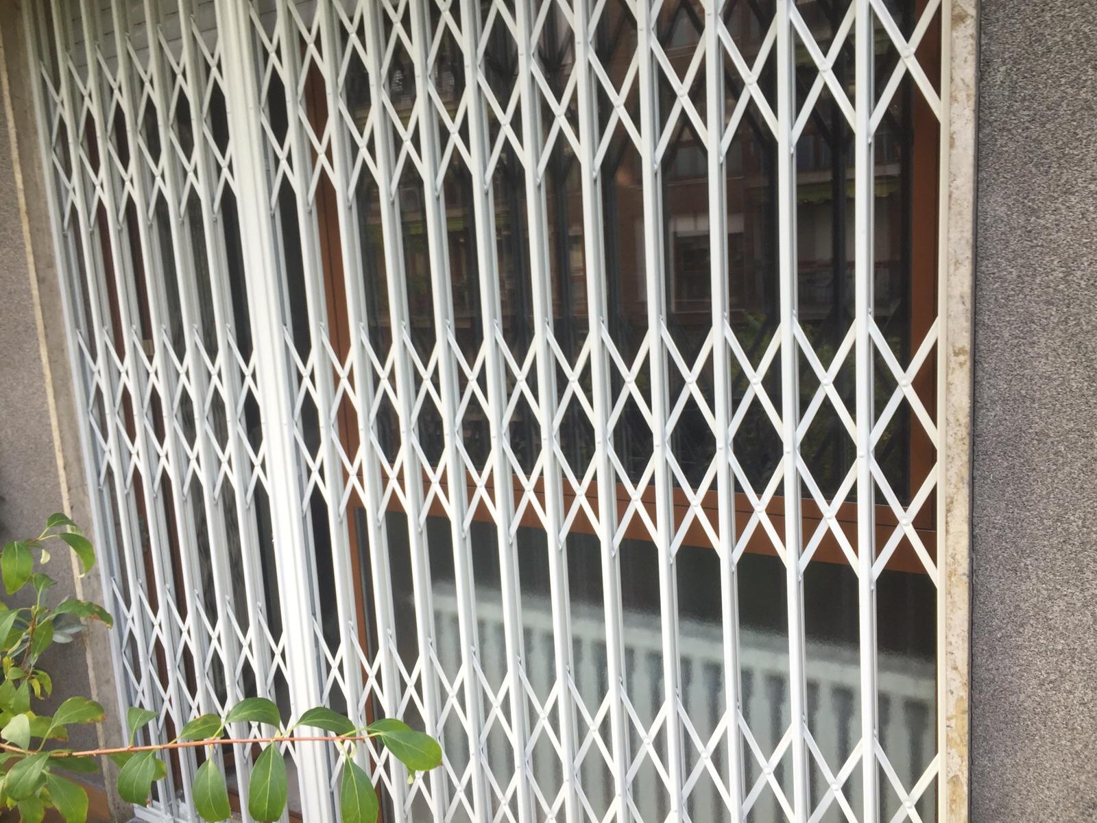 Inferriate scorrevoli a scomparsa - Grate per finestre a scomparsa ...
